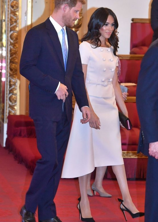 Meghan Wears Prada for Queen\'s Young Leaders Reception – What Meghan ...