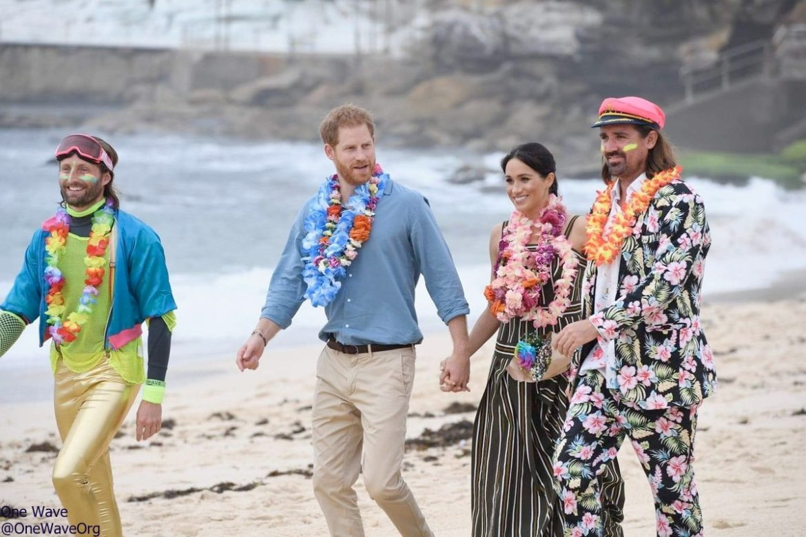 4401871dfbf It's Martin Grant for a Day at the Beach UPDATED – What Meghan Wore